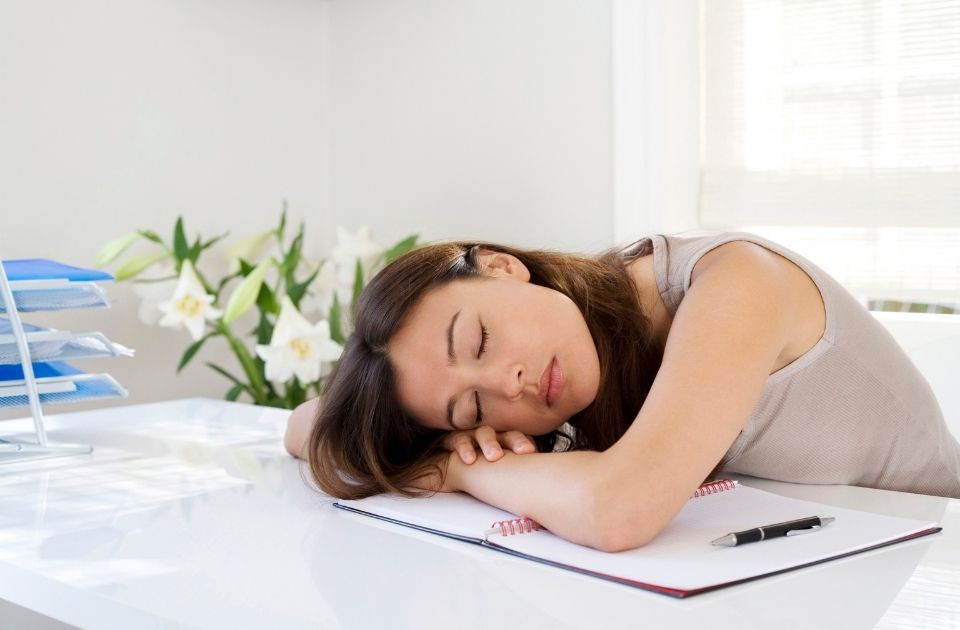 疲れが貯まりやすい原因と対処法